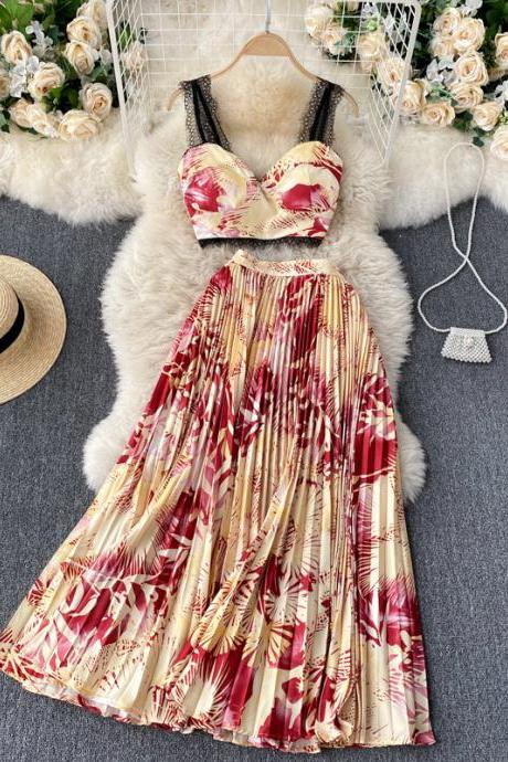 Ins-style vacation suit, lace design, short top with halter vest, pleated skirt with high waist